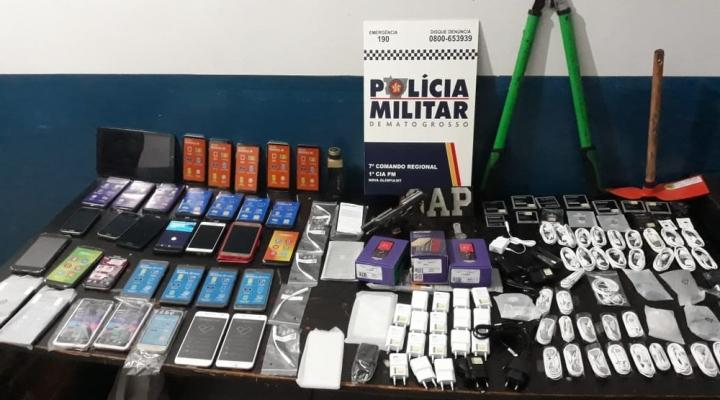 #Ladrões amarram funcionários de loja durante assalto e 3 suspeitos são detidos com celulares em MT