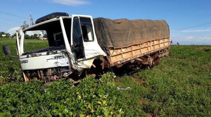 #Caminhão para em lavoura de soja após acidente com morte na MT-242