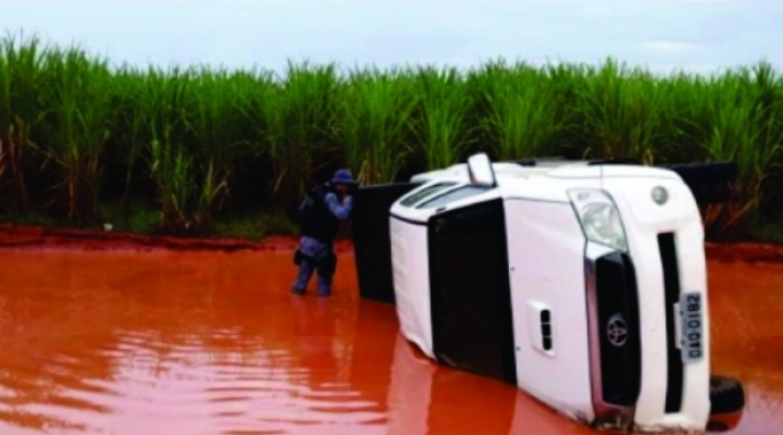 #Criminoso sofre acidente e PM recupera caminhonete roubada em estrada rural