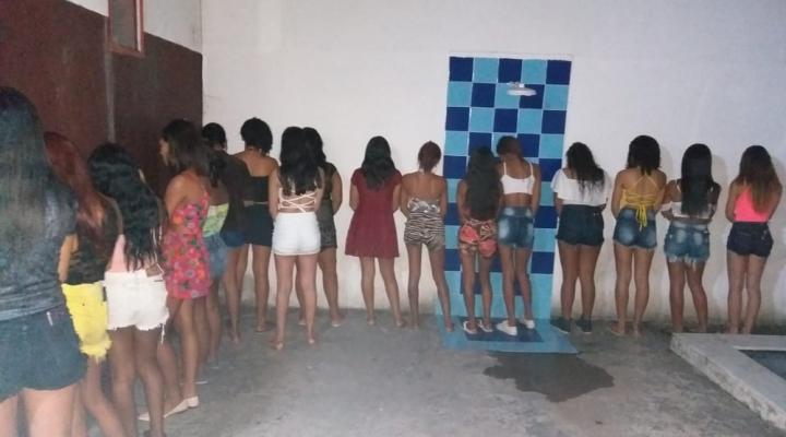 #Polícia encontra adolescentes usando droga e ingerindo bebida alcoólica dentro de clube em Cuiabá