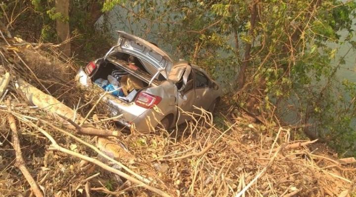 #Menor de 14 anos que dirigia carro roubado é detido após veículo capotar e cair às margens de rio