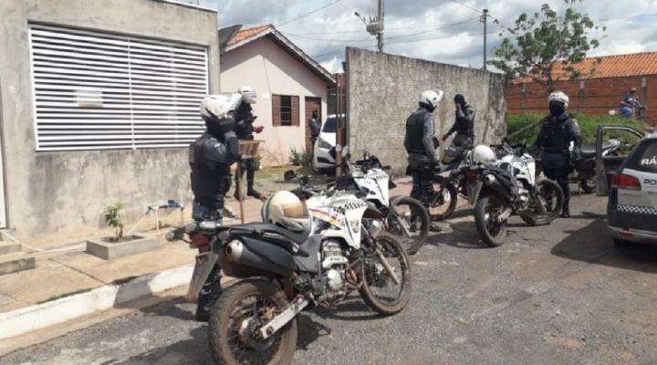 #Bandidos invadem e furtam casa durante velório de sargento da PM