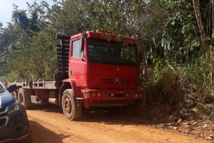 Após denúncia, polícia de Aripuanã recupera caminhão furtado