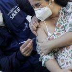Anvisa orienta suspensão de vacina da AstraZeneca para grávidas