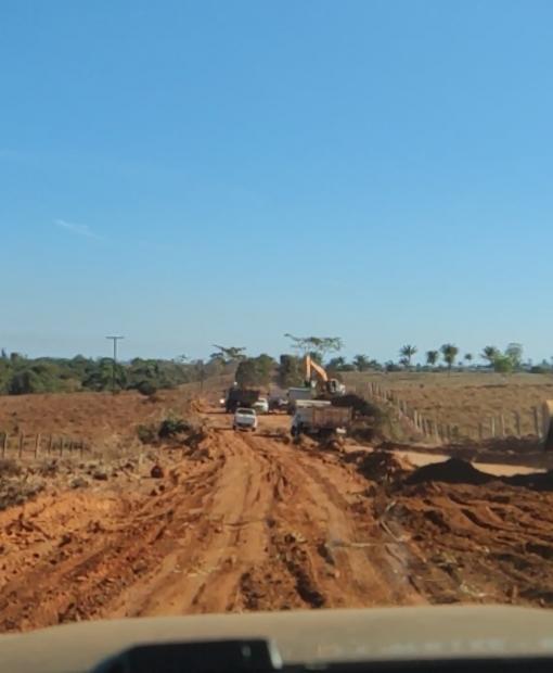 Manutenção na MT-183 continua com maquinários do município de Juína