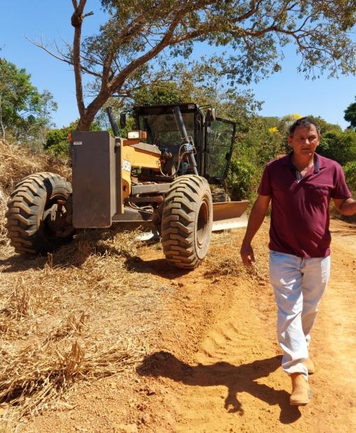Vereador Sassá faz solicitação e comunidade rural é atendida pela Sinfra em Juína